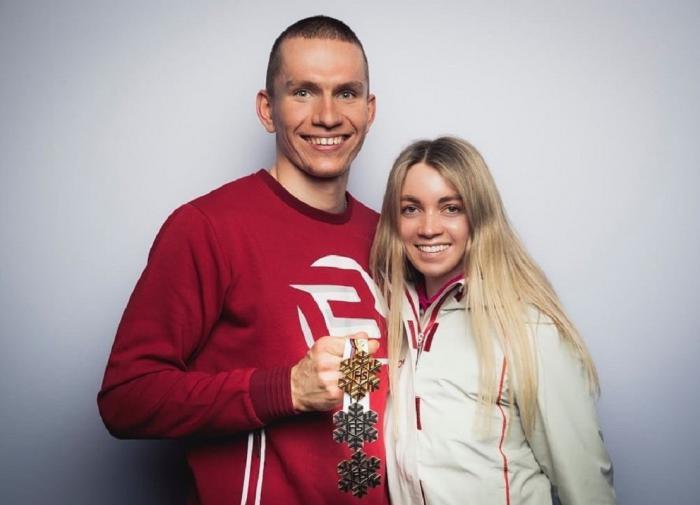Большунов показал невесту и медали чемпионата мира