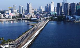 За нарушение метровой дистанции жителей Сингапура ждет тюрьма