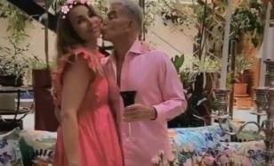 Газманов украсил свой дом розовым цветом в годовщину свадьбы
