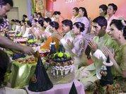Азия отмечает День Валентина массовыми свадьбами