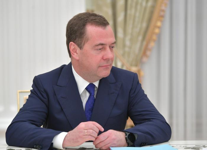 """Медведев: """"Нафтогаз"""" и """"Газпром"""" не будут объединять"""