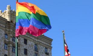 Британское посольство вывесило флаг ЛГБТ в Москве