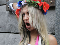 Феминистки оголили грудь ради Тимошенко.