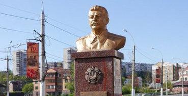 Двойник Сталина избил двойника Ленина у стен Кремля