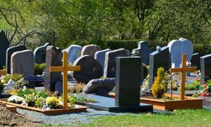Подростки повалили 14 надгробных плит и крестов на кладбище в Воткинске