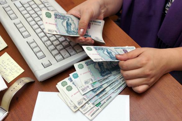 Половине жителей России снизили зарплату из-за коронавируса