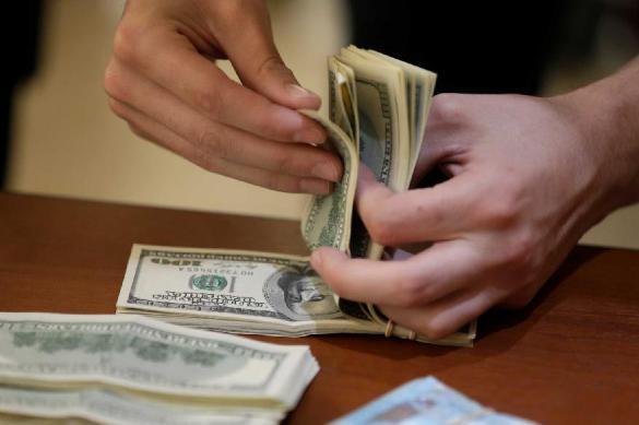 Эксперт рассказал, где и какие доллары лучше не покупать