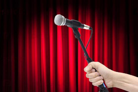 Американского комика забили микрофоном за плохие шутки