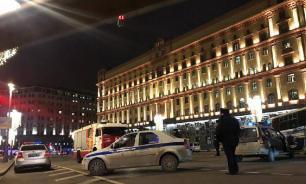 Возле здания ФСБ на Лубянке начались задержания протестующих