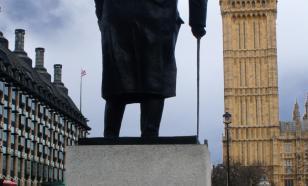 """""""Он был расистом"""": в Британии осквернили памятник Черчиллю"""
