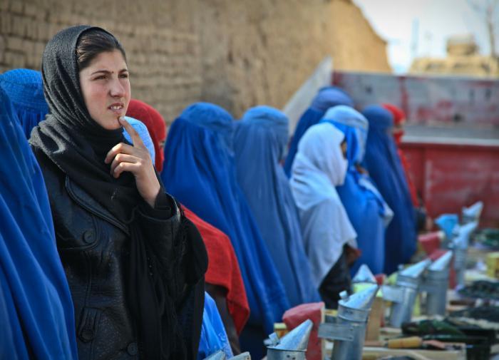 Талибан* пообещал афганским женщинам работу и место в правительстве