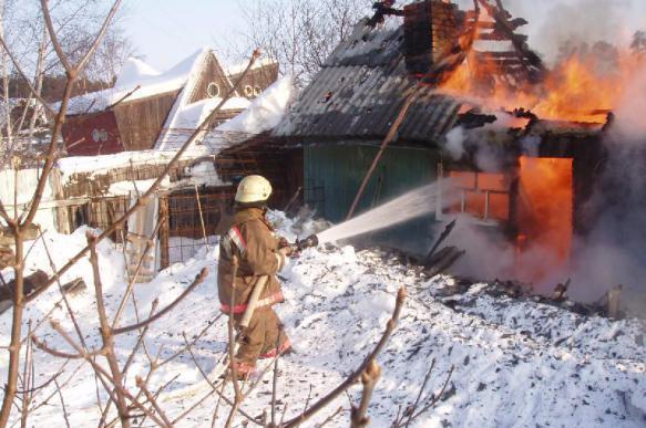 Участковый спас пятерых жителей Нягани из горящего дома