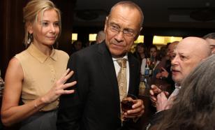 Ещё расти и расти: Юлия Высоцкая поздравила пасынка с 55-летием