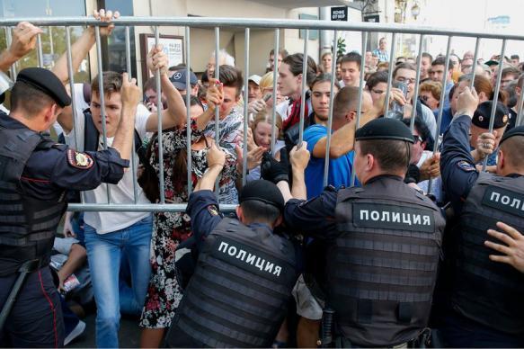 Участников митингов в России предложили обязать убирать за собой