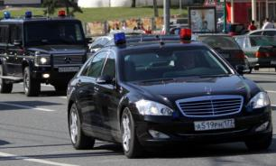 На вызов о проколотом колесе автомобиля ФСО приехали семь нарядов полиции