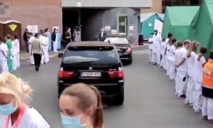 """В Бельгии врачи организовали """"коридор позора"""" премьер-министру"""