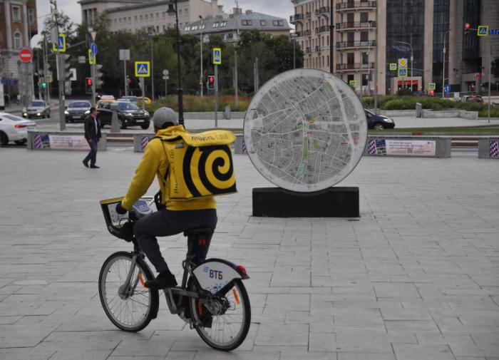 """""""Яндекс"""" будет доставлять заказы с помощью робота-курьера"""