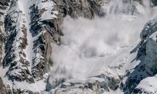 В Норильске сошла лавина, спасатели ищут людей под завалами