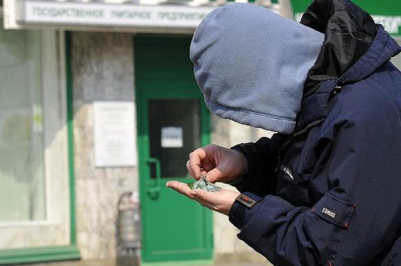 Петербургские депутаты отказались срочно ограничивать продажу снюса