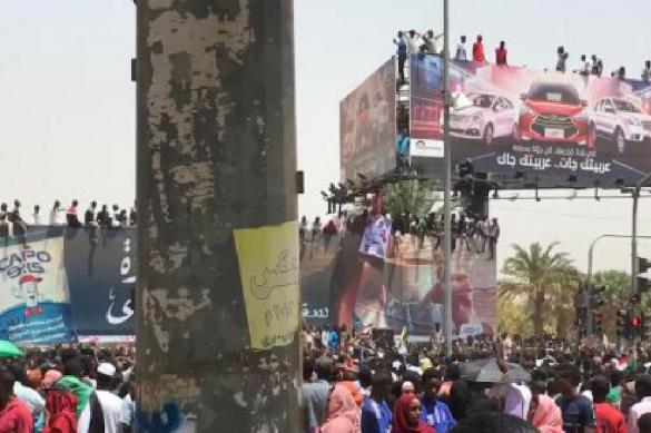 Суданцы требуют отставки правительства Хамдока