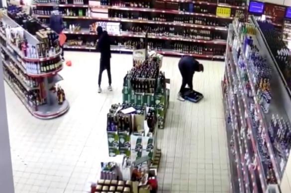 Трое подростков обокрали гипермаркет в Солнечногорске