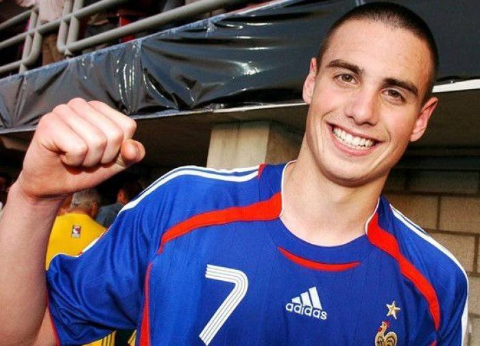 Французский футболист Ле Таллек получил российское гражданство