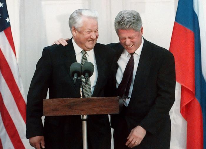 Откровение: Ельцина окружали сотни людей из ЦРУ, которые рулили его решениями