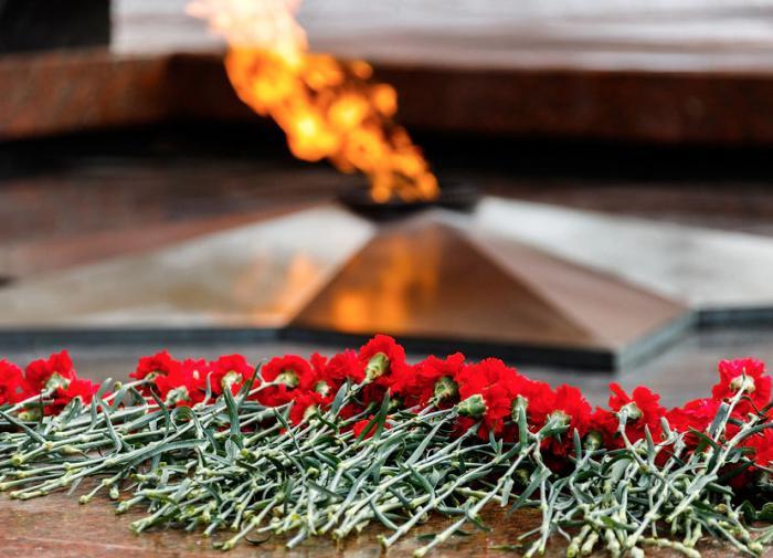 Вечный огонь на бронетранспортере вернули в Александровский сад