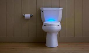 Пожилая британка за время заточения в туалете связала внуку шарфик