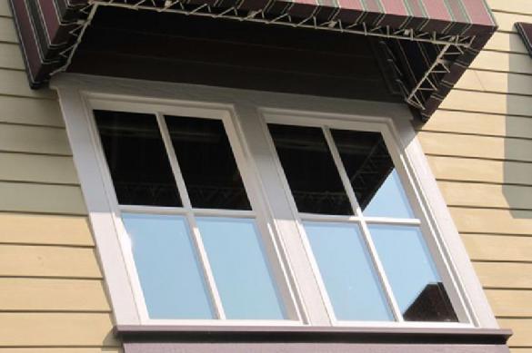 Жительница Петербурга пыталась выкинуть в окно родную дочь