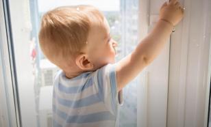 Родителей снова предупредили об опасности открытых окон