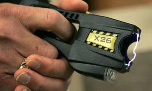 В Австралии копы пытались оглушить электрошокером туристов, приняв их за бандитов