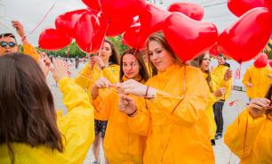 Православная молодежь провела субботник у памятника князю Владимиру в Москве
