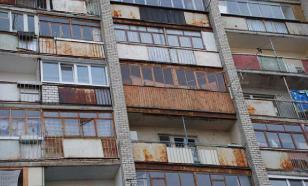 Запертая 62-летняя китаянка с лапшой в руке слезла по стене с 8 этажа