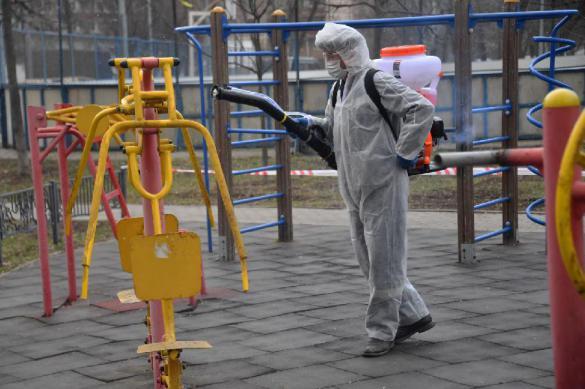 Чуть меньше новых коронавирусных больных в Москве младше 45 лет