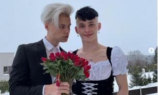Даня Милохин облачился в костюм баварской горничной