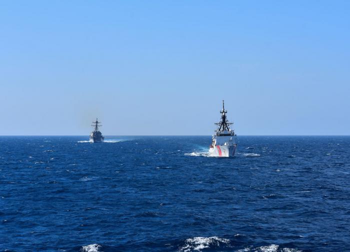 Россия отправила в Чёрное море ракетный крейсер в ответ на катер США