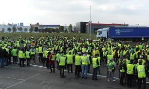 "Французы задумались: Трамп затеял у них ""цветную революцию""?"