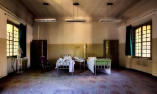 Пациент психбольницы в Омске чуть не оторвал себе руку