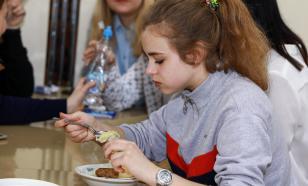 Младшеклассников Петербурга будут кормить бесплатно