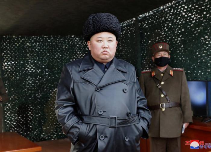 Заметно похудел и с пластырем: граждане волнуются о здоровье Ким Чен Ына
