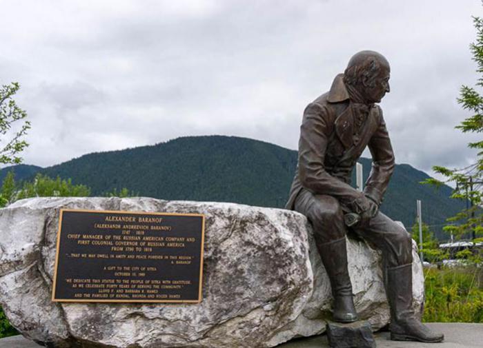 На Аляске требуют сохранить памятник правителю русских владений