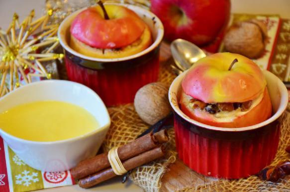 Печеные яблоки, мед, редька и молоко помогут при лечении простуды