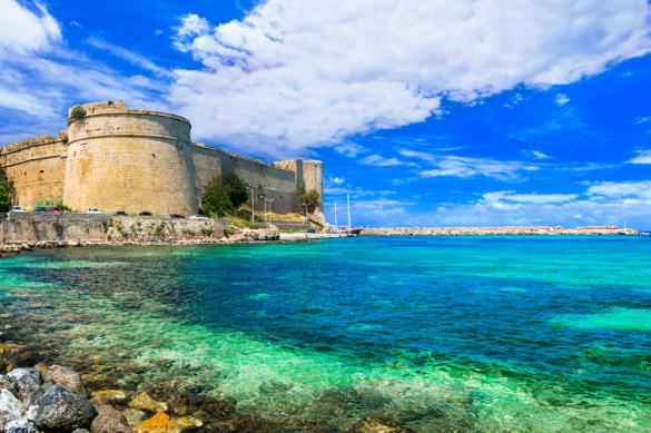 Кипр: туристы, которые получат COVID на острове, отдохнут бесплатно