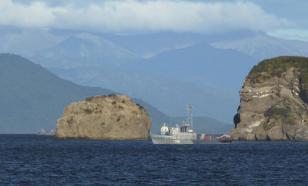 Пропавшие месяц назад в пограничных водах Охотского моря рыбаки спасены