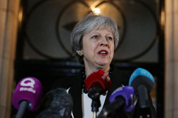 Глава МИД Британии опроверг информацию СМИ о скорой отставке Терезы Мэй