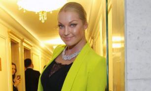 Подписчики раскритиковали Волочкову за вечеринку с сухим льдом