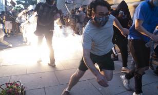 """В США лидер """"Ку-Клукс-Клана"""" въехал на авто в толпу протестующих"""