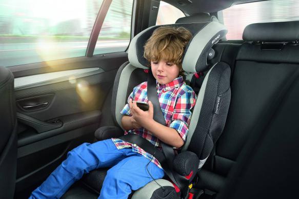 Депутат Госдумы предложила выдавать нуждающимся детские автокресла