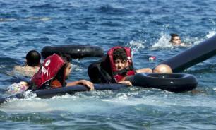 У берегов Греции перевернулась деревянная лодка с мигрантами